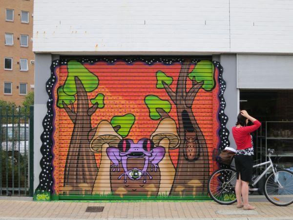 Frog on the Salvos building – Josephson Street